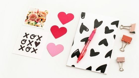 Love notes with hearts and xoxo